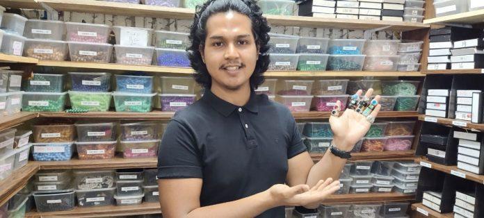 Juragan Muda Aksesori Batu Akik dengan Puluhan Ribu Order Bulanan